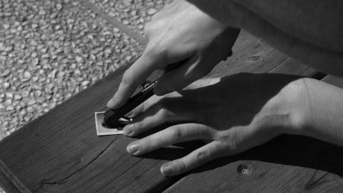 Kastande handskarna brot handen