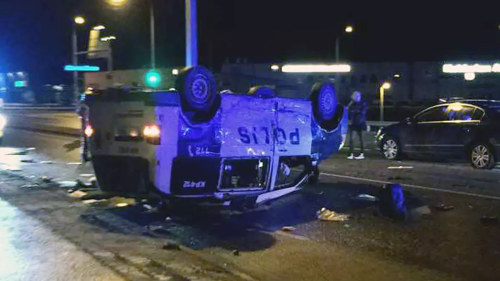 Flera skadade vid krock med polisbil