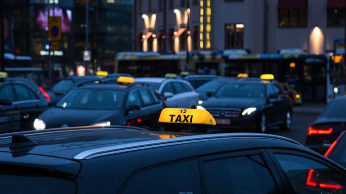 musta taksi suku puoli
