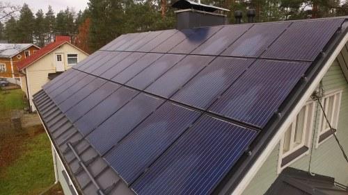 aurinkopaneelit omakotitaloon