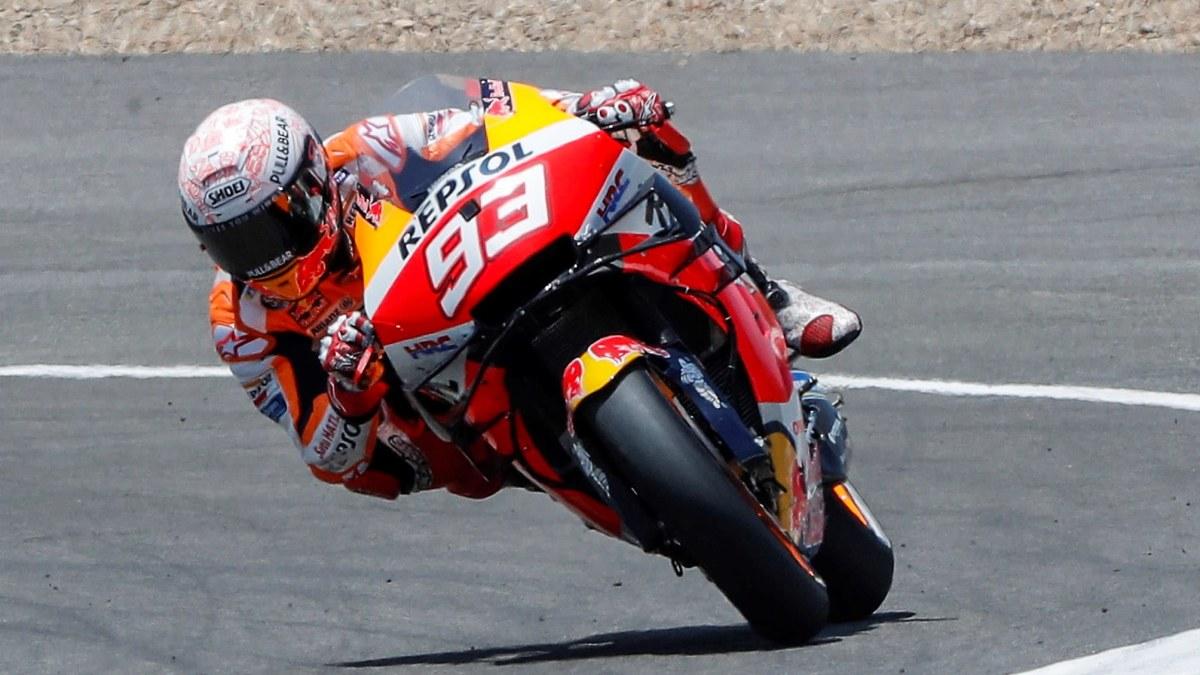 Otäck krasch i MotoGP – sexfaldige mästaren bröt armen