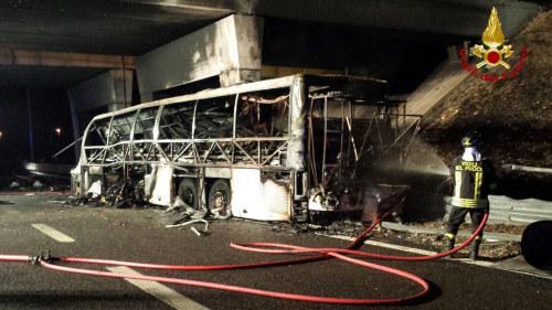 Manga poliser doda i svar bussolycka