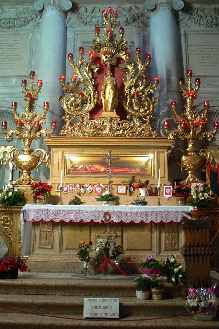 Altare med Sankta Lucias reliker i kyrkan San Geremia i Venedig.