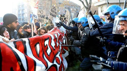 Tiotusentals protesterade i italien
