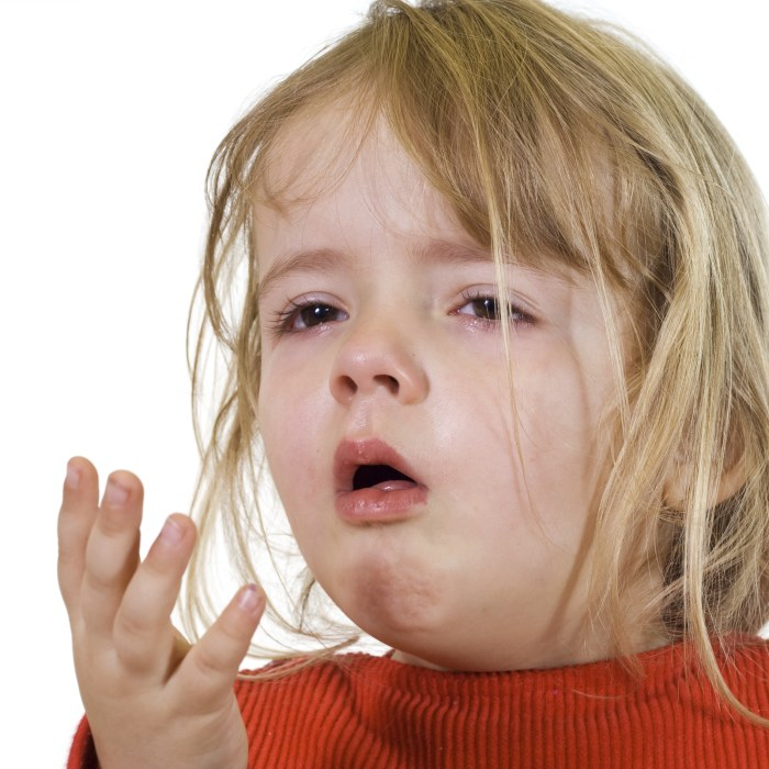 svullen spottkörtel vid örat