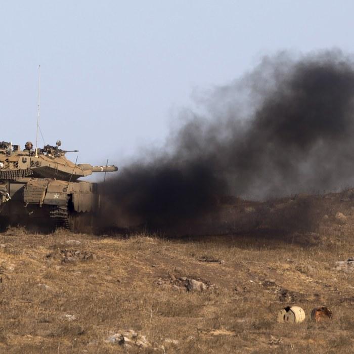 Stridsvagnar attackerade i syrisk stad