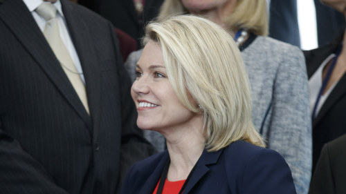 27 aring ny utrikesminister