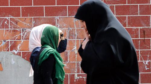 Tiotals gripna i iran anklagas for spioneri
