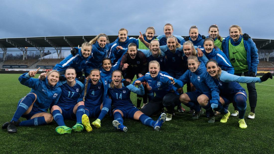 Suomen Naisten Jalkapallomaajoukkue Pelaajat