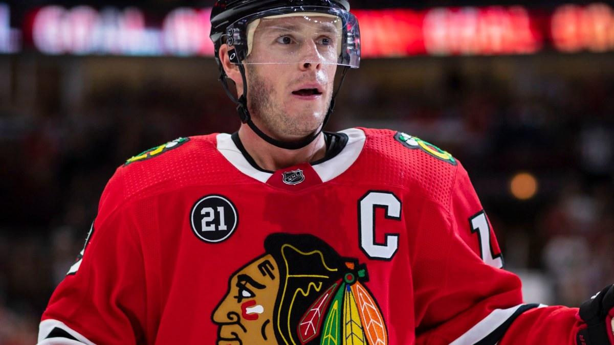 NHL-klubben Chicago Blackhawks behåller det ifrågasatta namnet och emblemet