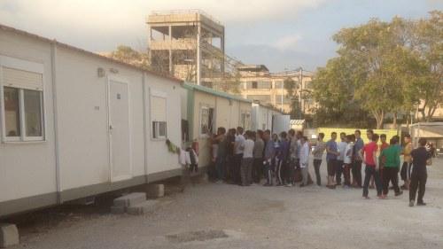 Bildt vadjar for flyktingar