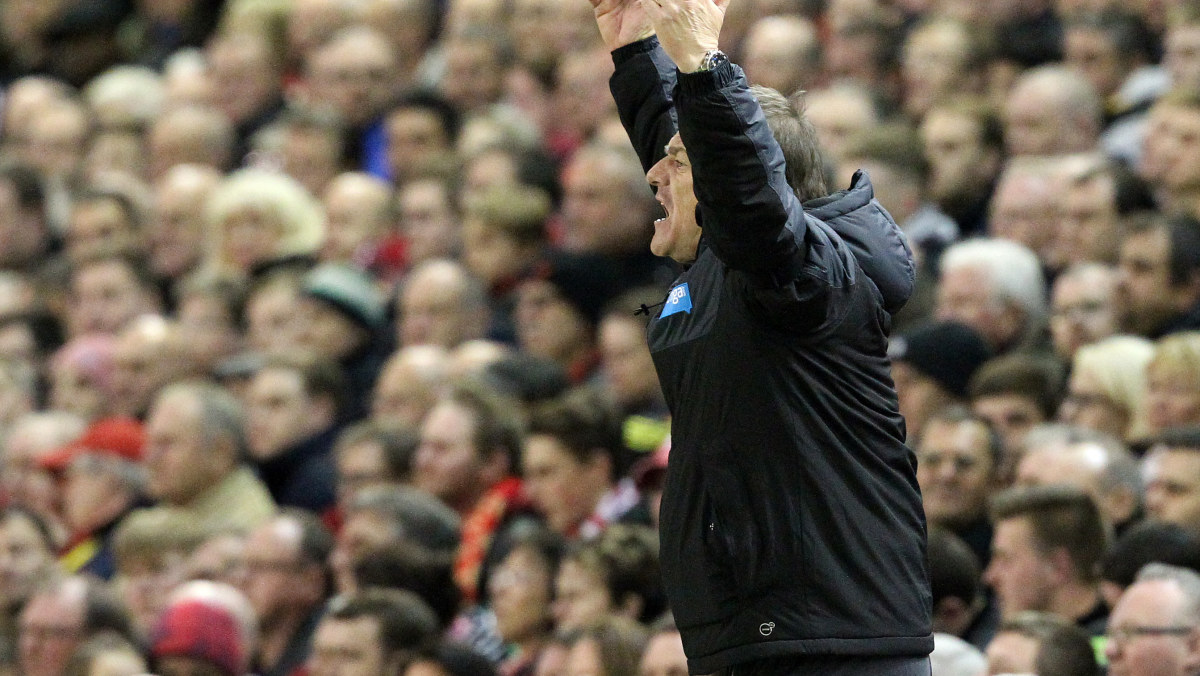Newcastle sparkar tranare