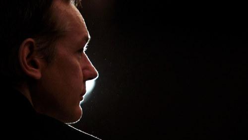 Beslut om assange kommer forst i juli