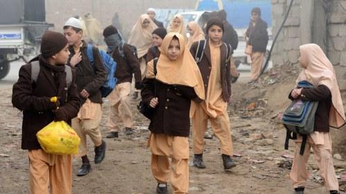 Pakistan turister skadade i granatexplosion