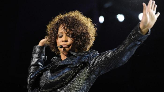 Whitney houston begravs pa lordag