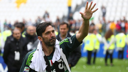40-årige Buffon lägger inte av – fortsätter karriären i den franska ... 00360dc78424d