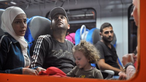 Flyktingar soker ny vag genom kroatien