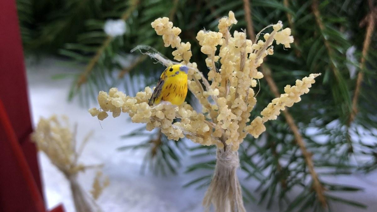 Askartele minikokoinen joululyhde ja pikkuruisia lintuja tämän vuoden...