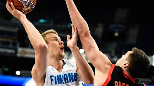 Ryssland till final i basket vm