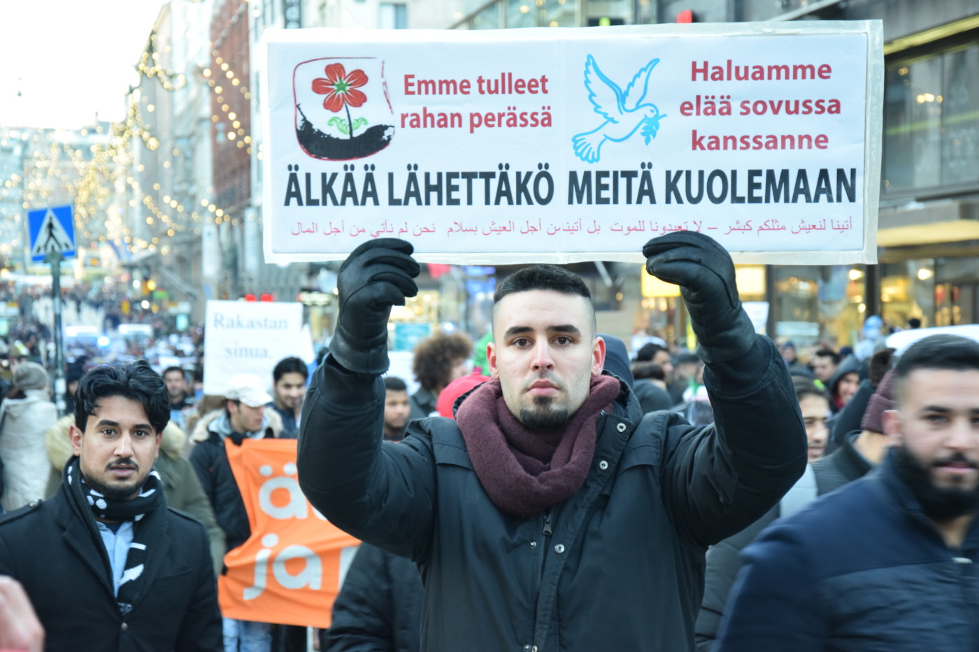 Flera gripna efter demonstrationer i finland