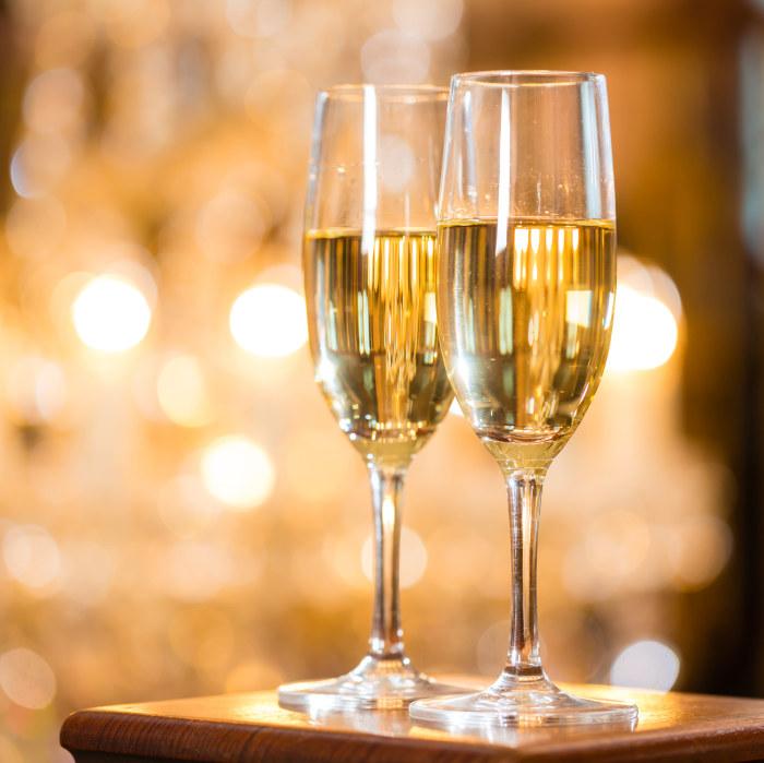 Sossarna kan nog ta ett glas champagne