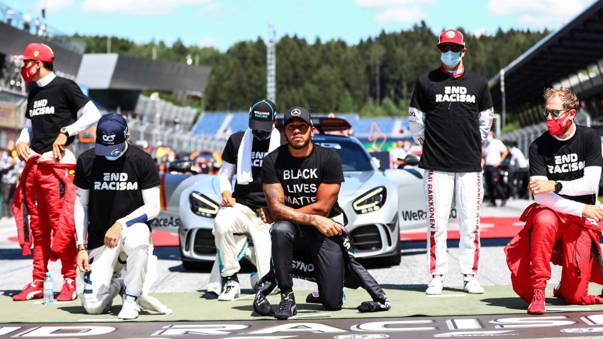 """Hamilton jobbar ihärdigt för att alla ska delta F1-knäböjandet – Räikkönen låter sig inte rubbas: """"Jag tycker att vi inte ..."""