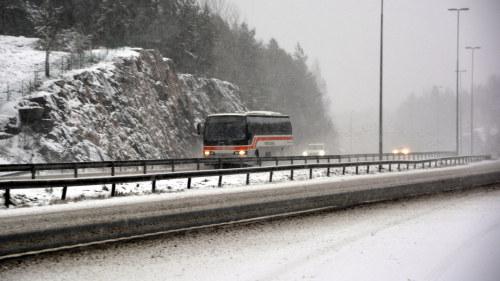 Svara trafikolyckor och elavbrott efter snoovader