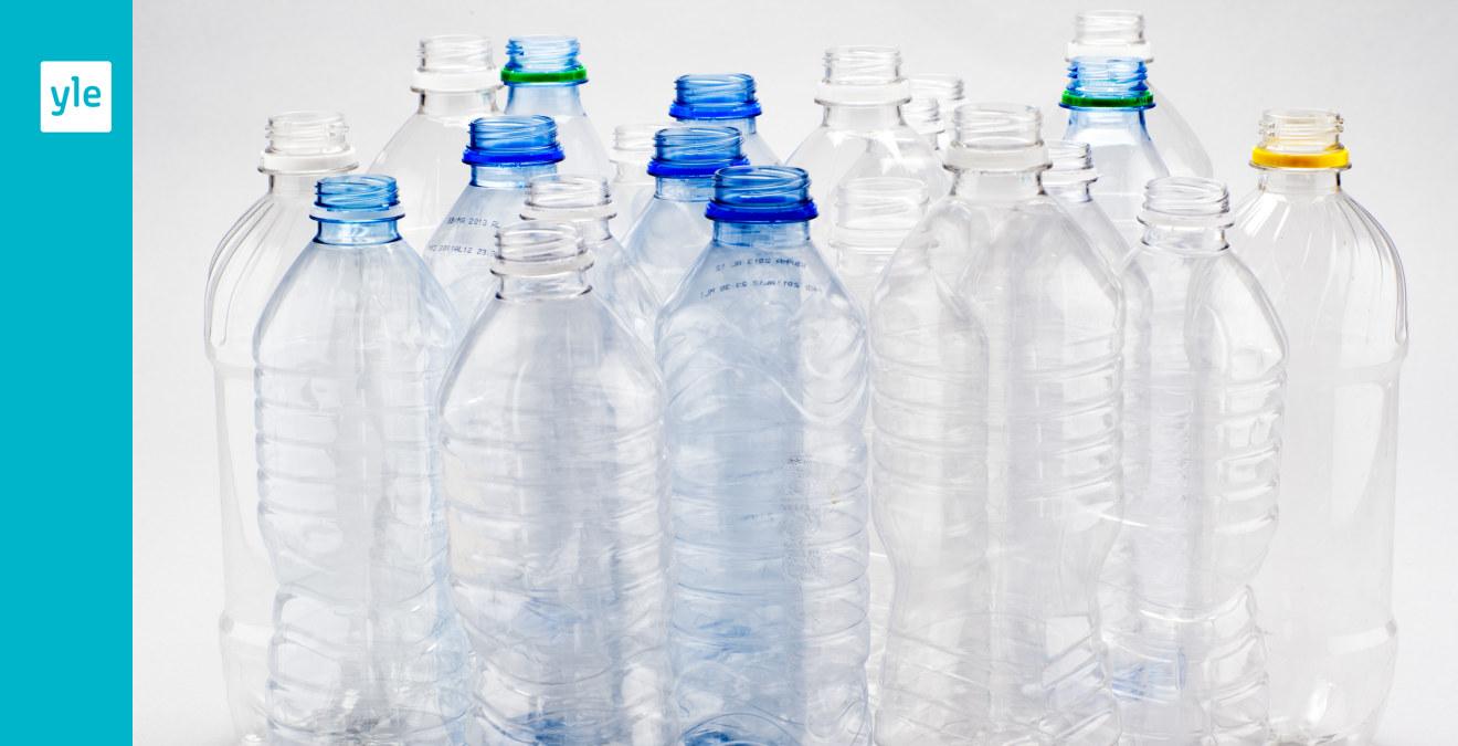 små tomma plastflaskor