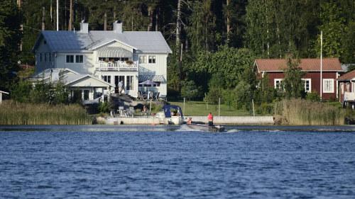 Svenskar strandas efter konkurs