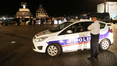 Slogs ned av polis under matchen