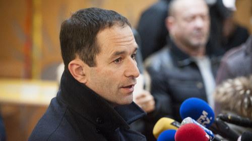 Hamon stalls mot valls i franska vansterns val