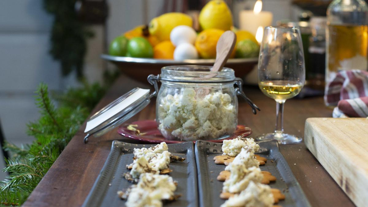 Taio vanhentuvista juustonkannikoista herkkua  tee Strömsön ruukkujuustoa...
