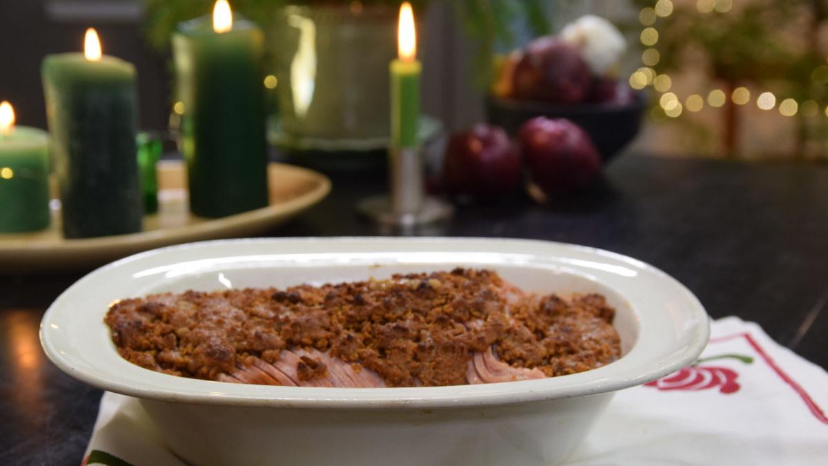 Tänä vuonna Strömsön joulukinkku kuorrutetaan piparkakkumurulla  maukas...