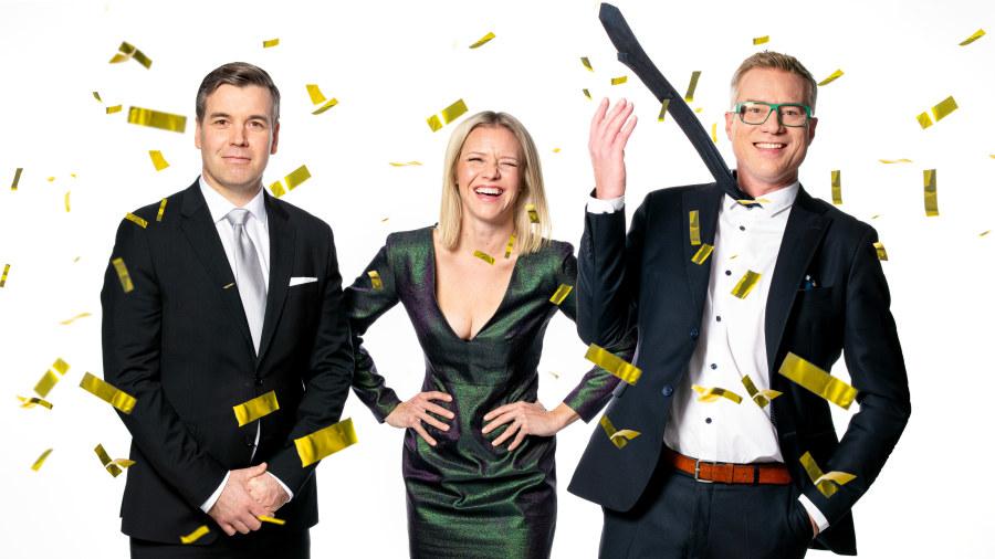 Daniel, Sonja ja Mårten juhlatunnelmissa.