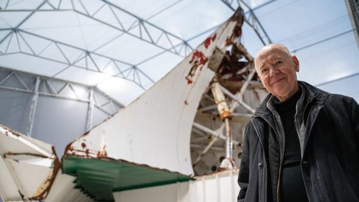Anders Ulfvarson vid Estonias bogvisir i Muskö