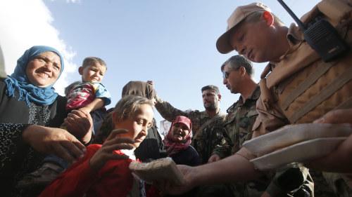 Flyktingar angreps av rebeller