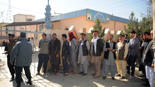 Amerikanska styrkor fortsatter leta talibaner