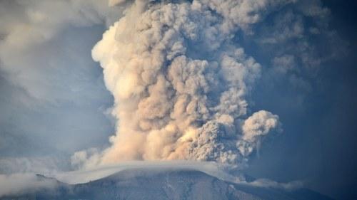 Islands flygplats oppnar efter askmolnet