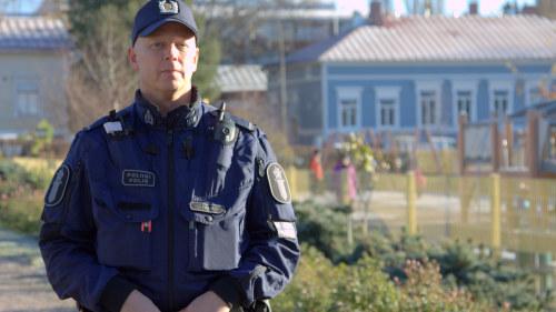 Polis tog sitt liv pa jobbet