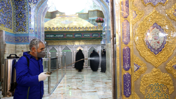 Helgedomen Masumeh i Qom, Iran desinfekteras 25.2.2020