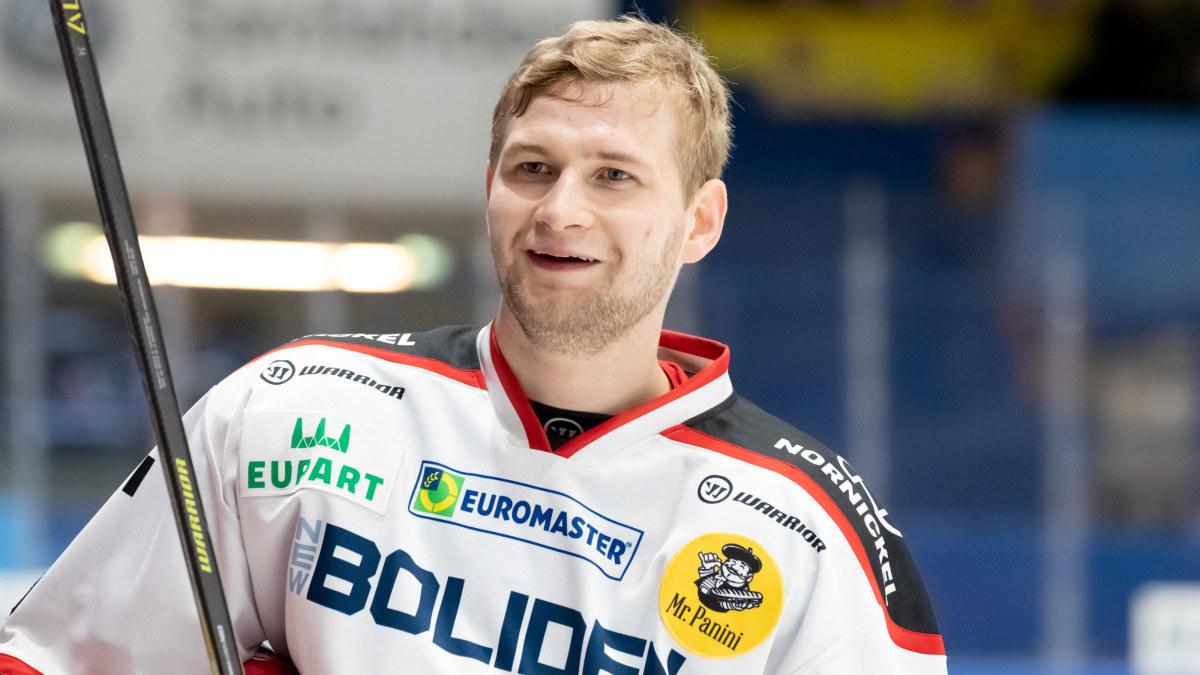 """Ett pinfärskt finländskt NHL-kontrakt klart – Ässät-back åker till Edmonton: """"Nu känns det onekligen läckert"""""""