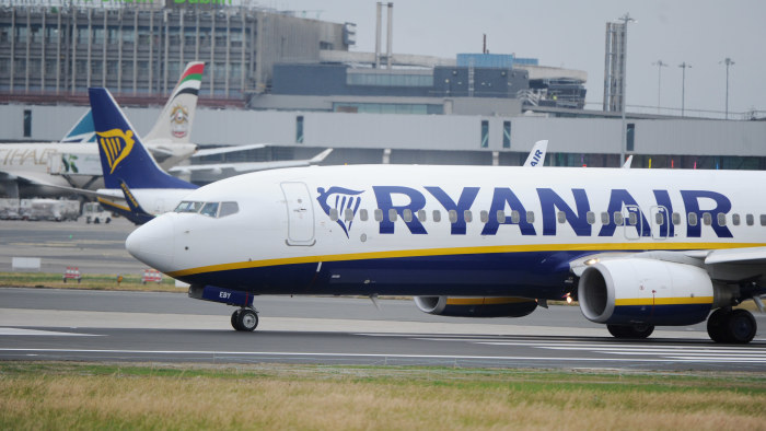 Flygledarstrejk lamslog franskt flyg 3