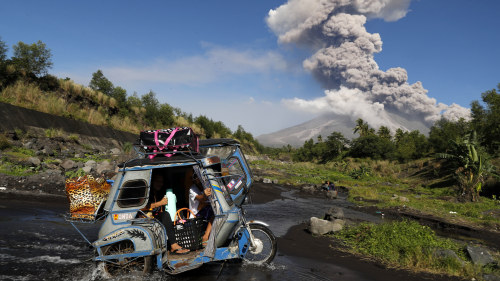 Hundratals flyr nytt vulkanutbrott