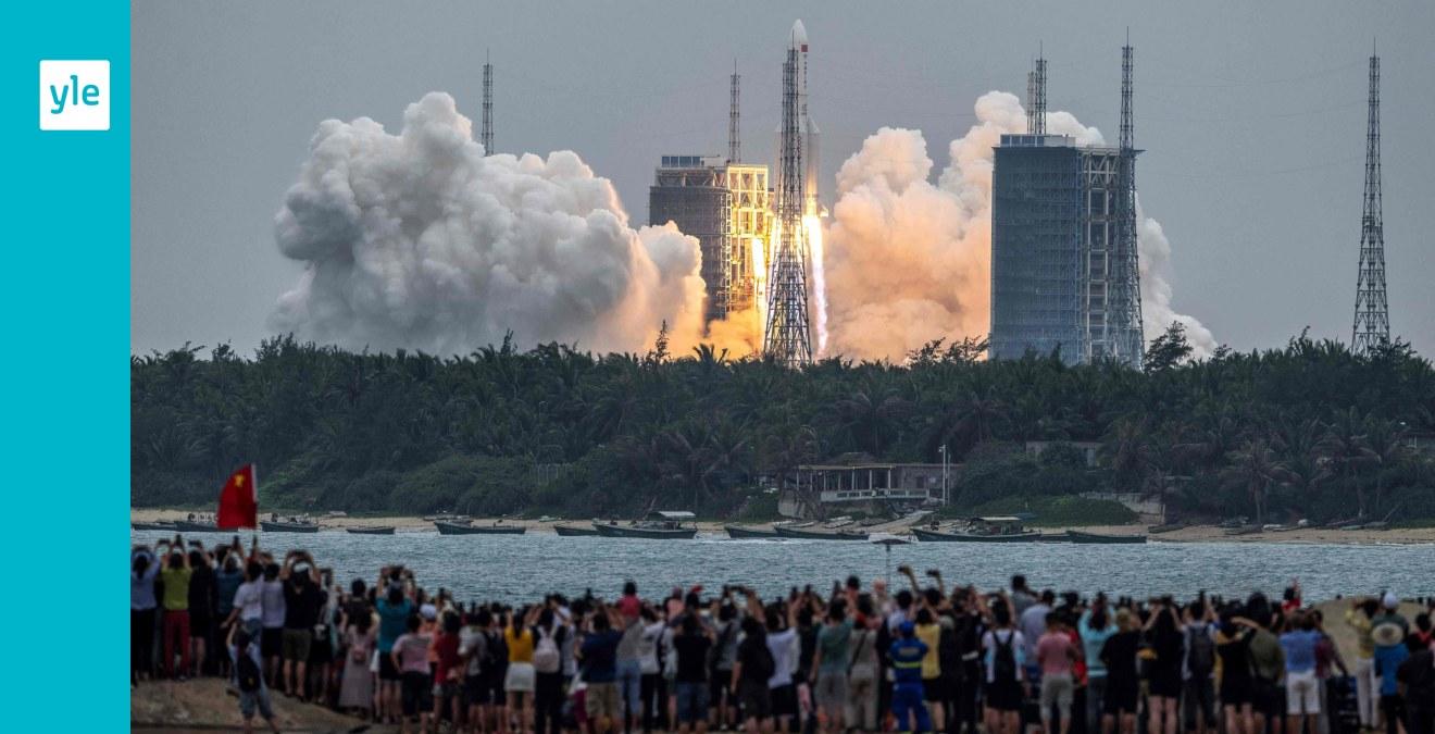 Delar av en kinesisk raket riskerar att slå ner på jordens yta – ett av de största okontrollerade nedslagen någonsin