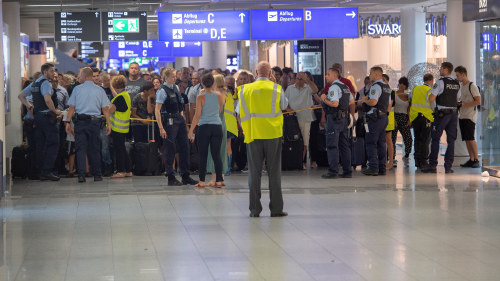 Resenarer evakuerades fran london city airport