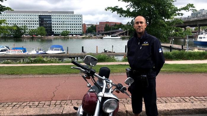 Motorcyklist skot mot bussforare