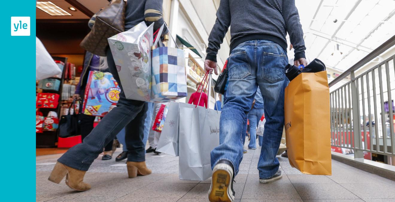 37ed3f28c2aa Packade garderober och fyllda tamburgolv - vi väntas konsumera mer kläder  och skor i framtiden | Inrikes | svenska.yle.fi