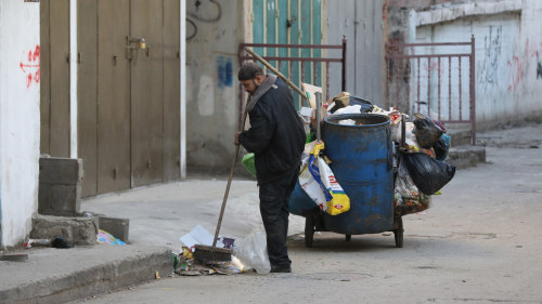 Palestinier bakom rad pa vastbanken