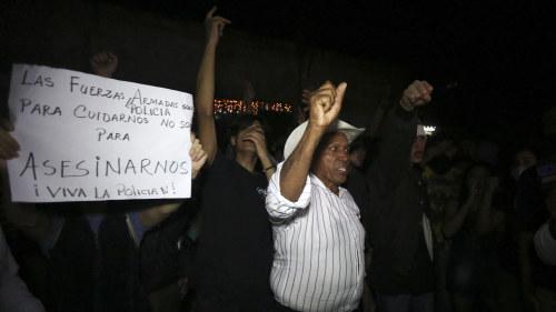 Utegangsforbud efter valdsamma protester