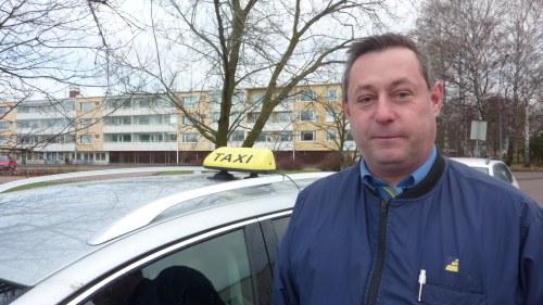 Taxi vem hittas bakom ratten